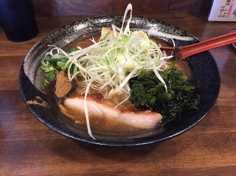 【らーめん:拉麺】さいたま市桜区の『麺屋 八頭龍(めんや おろち)バイパス店 』の鶏魚介らーめん+肉めし丼を食べたのだが!?